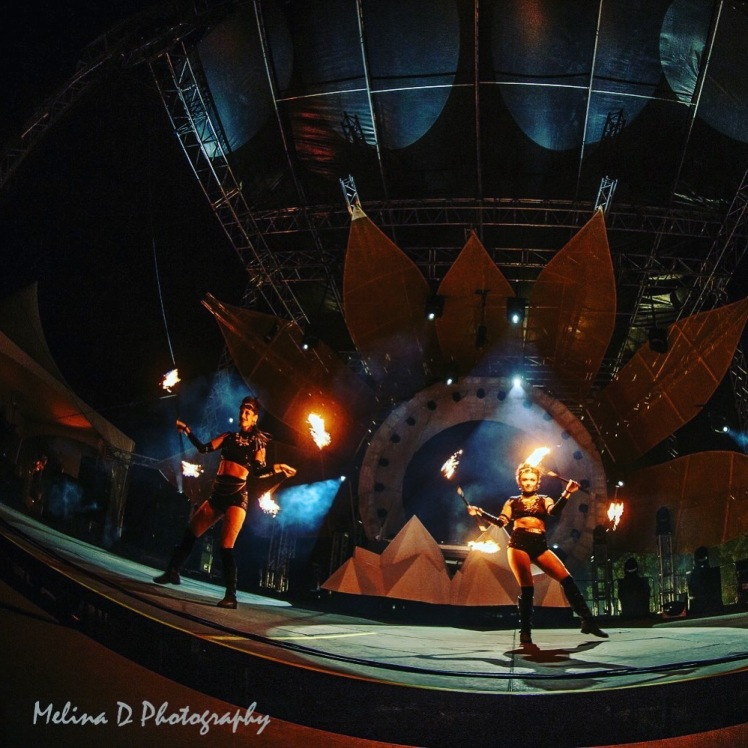 hella_mana_fire_dancers